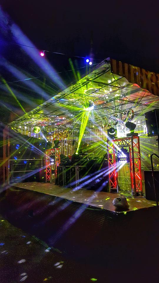 Fête de village à Gourbit pour Yoan, DJ et animateur micro