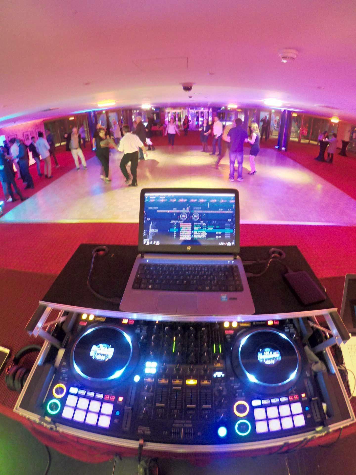 Yoan, DJ et animateur pour vos soirées d'entreprise