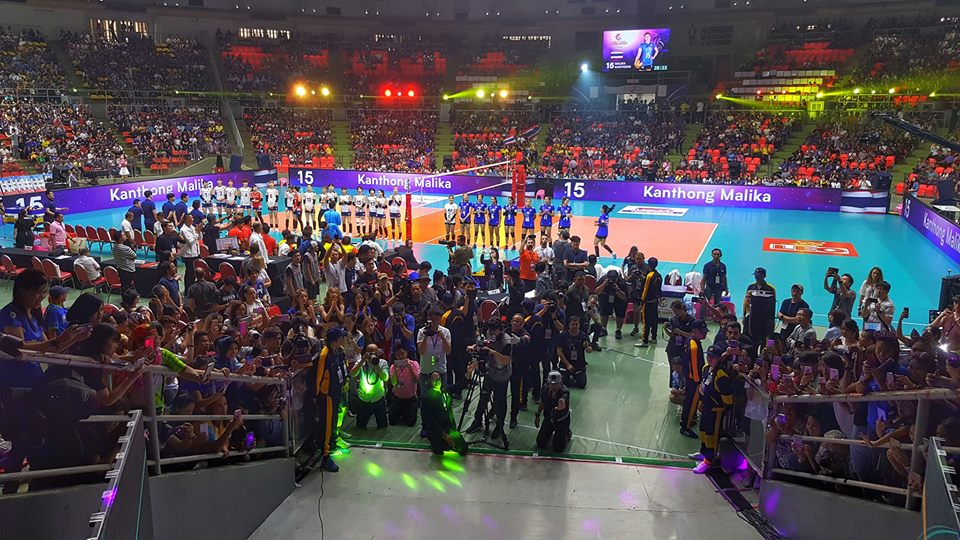 Yoan, animateur micro pour la Fédération Internationale de volleyball