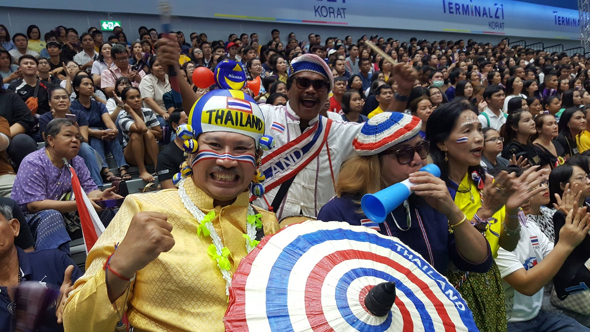 Un supporter Thaïlandais dans un match de volley