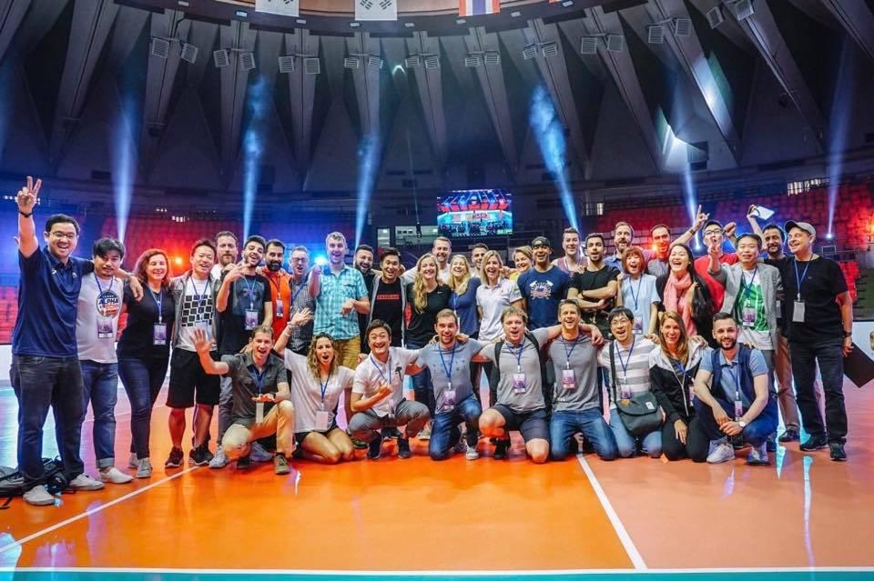 Yoan, speaker et ambianceur en Thaïlande pour le volleyball