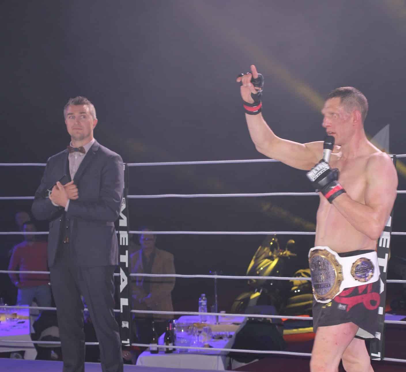 Yoan speaker du Kombat Challenge MMA