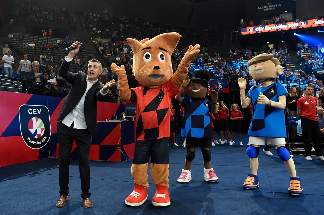 Avec la mascotte officielle de l'EuroVolley, Ace et Yoan en tant que speaker eurovolley