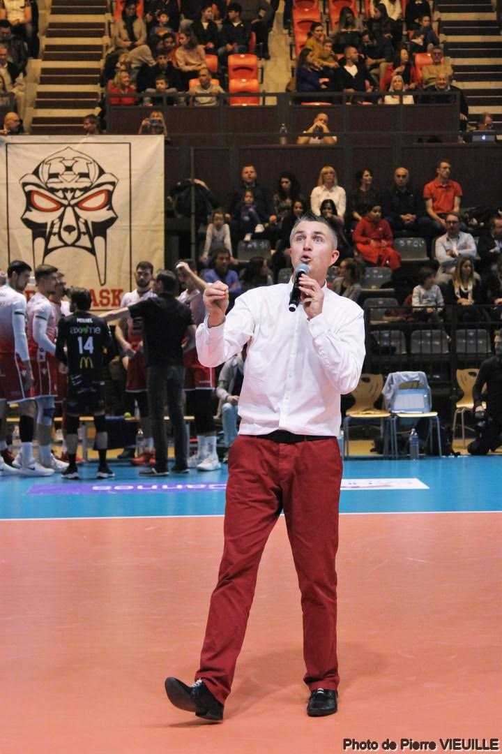 Yoan speaker pour l'AS Cannes Volley
