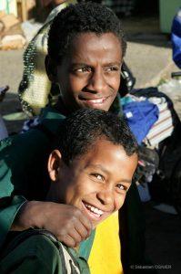 Des enfants qui sourient par Sébastien Ognier