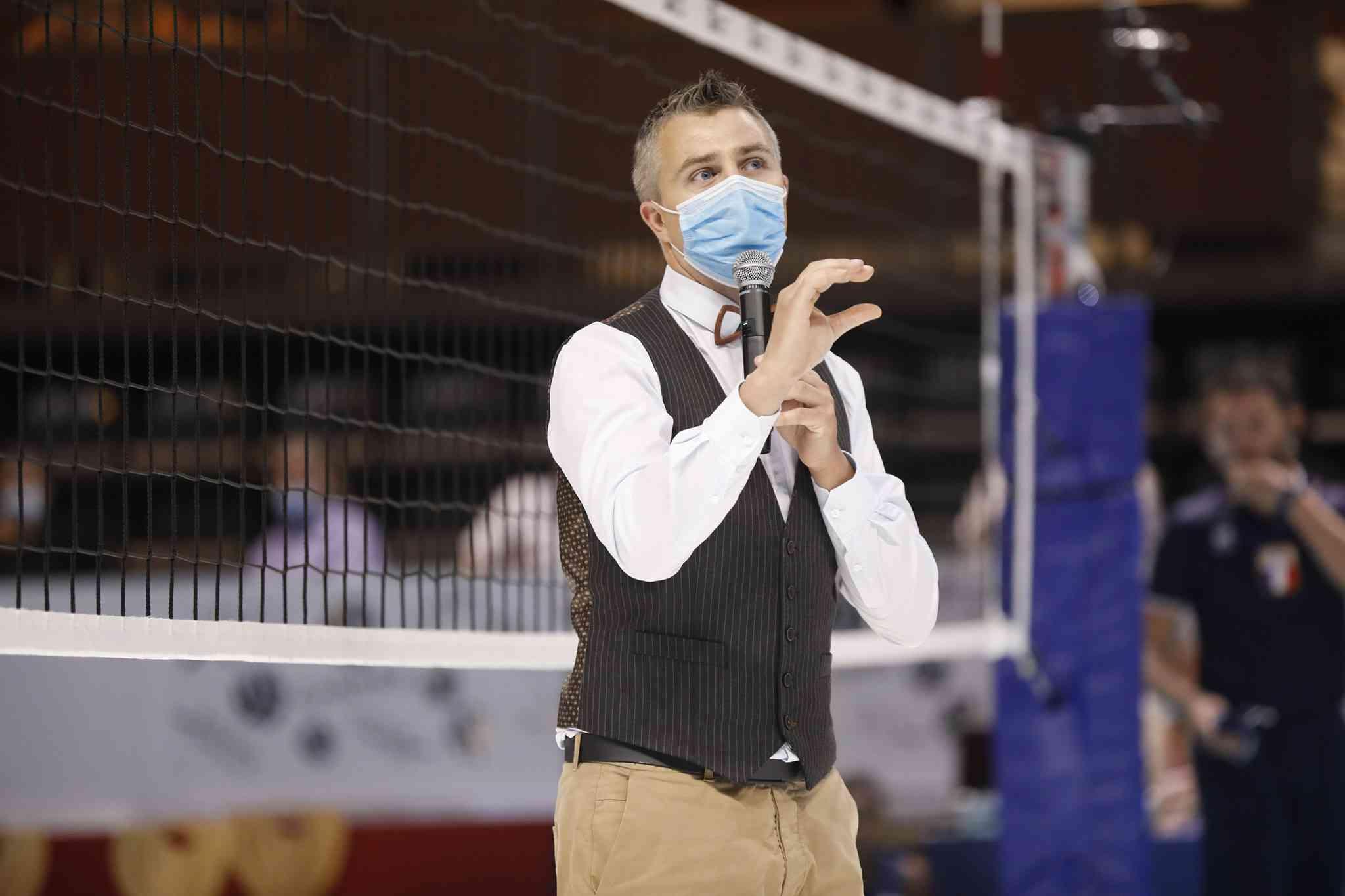 Yoan, ambianceur DJ et speaker pour les Finales de Coupe de France de Volley