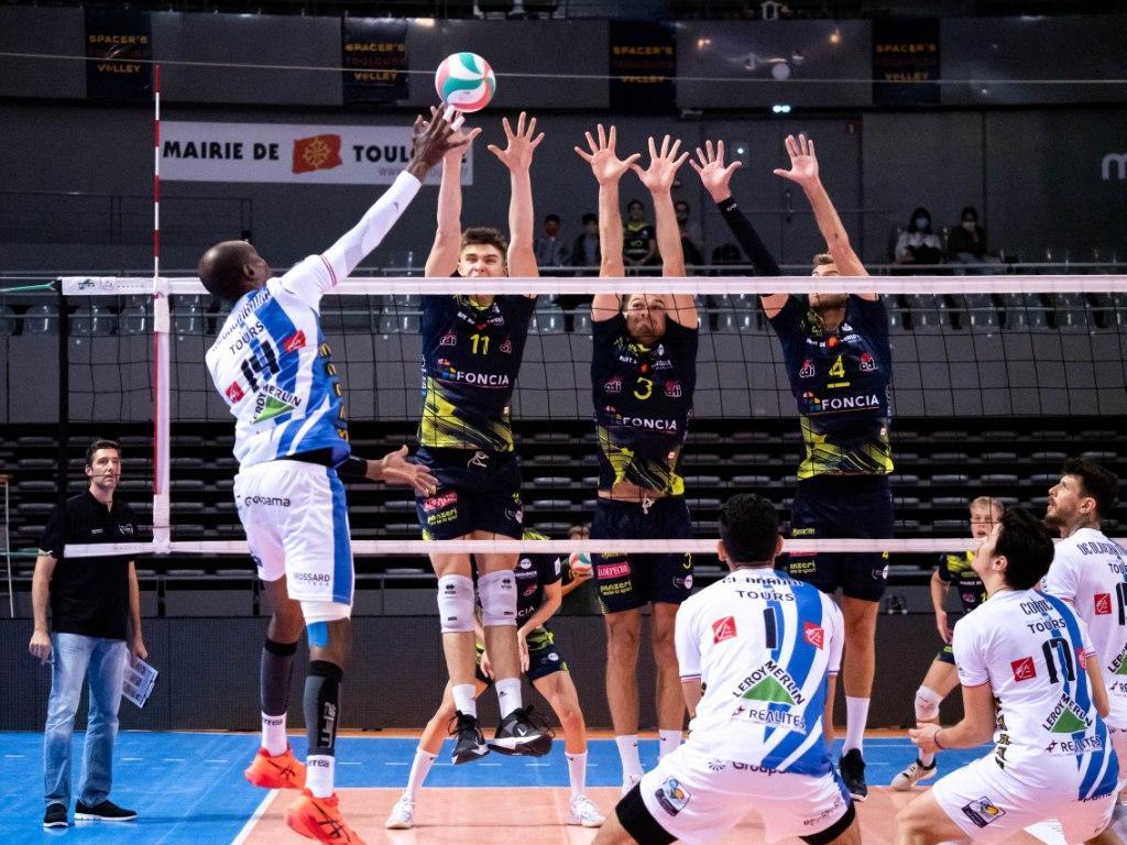 Animateur micro pour Toulouse face à Tours en volleyball