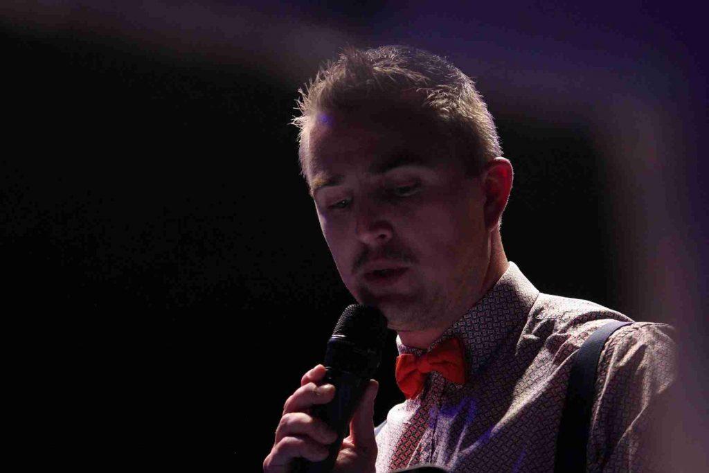 Yoan speaker animateur micro ambianceur et DJ pour événement